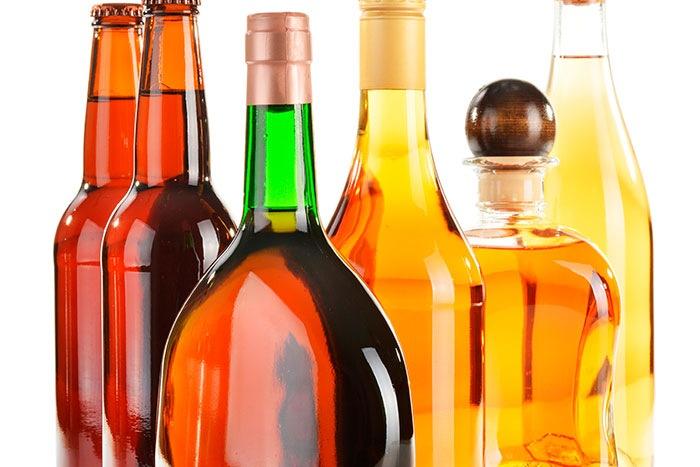Etiquetas adhesivas para botellería en general